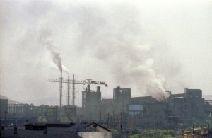 Air Pollution: Romania - view of Copsa Mica, a town where a vulcanizing plant spews pollutants into the air. 01 January 1991