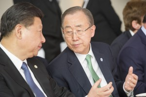 Secretary-General Ban Ki-moon (right) with Xi Jinping, President of the People's Republic of China, at the luncheon hosted by French President François Hollande - 30 November 2015