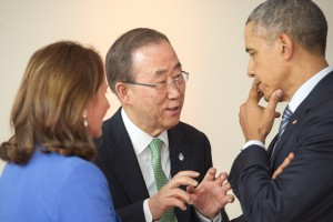 Secretary-General Ban Ki-moon (centre) with United States President Barack Obama (right), and Ségolène Royal, Minister of Ecology, Sustainable Development and Energy of France - 30 November 2015