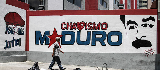 A presidential campaign mural promoting Nicolas Maduro. Photo courtesy of Joka Madruga via Flickr.