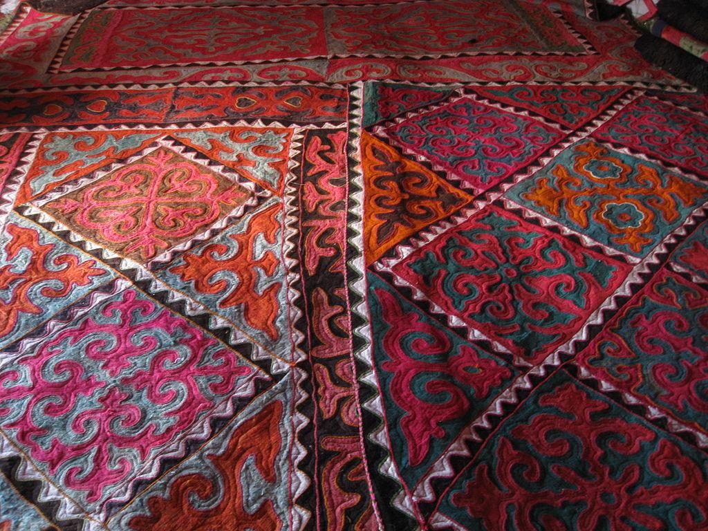 Kyrgyz design felt rugs IMPAKTER