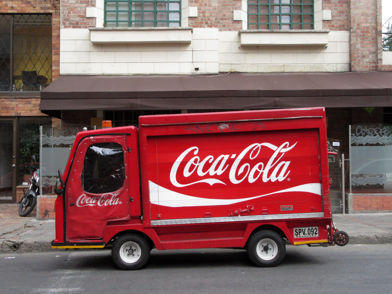 Bogota_Camión_Coca-Cola_cr_8_cl_66_Chapinero_Norte