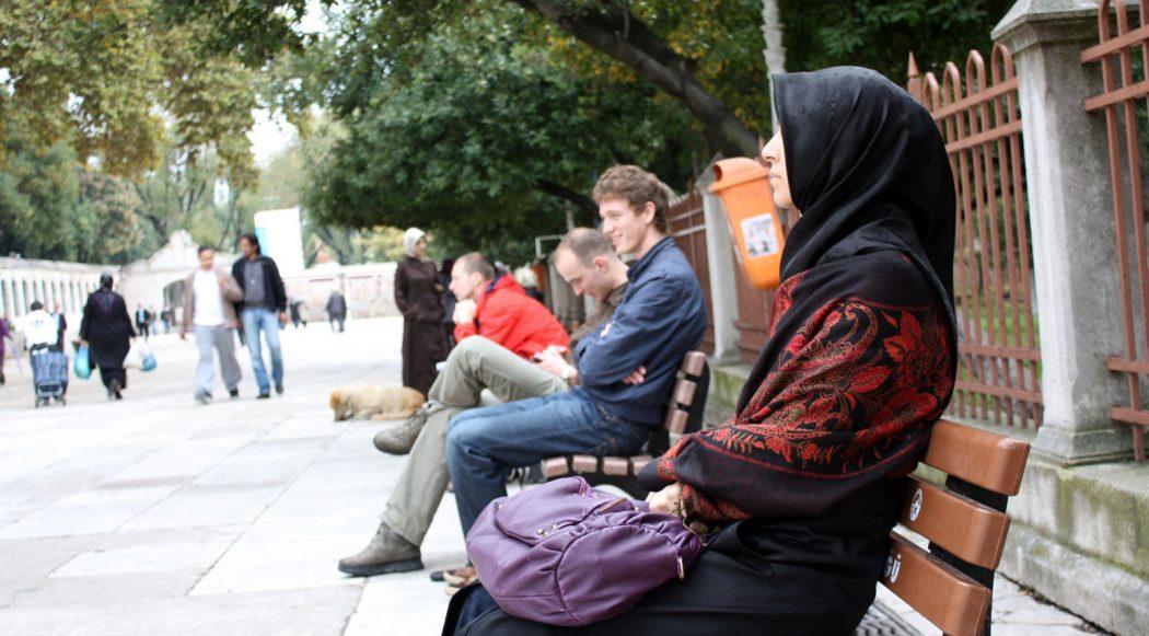 diversity-sitting-bench