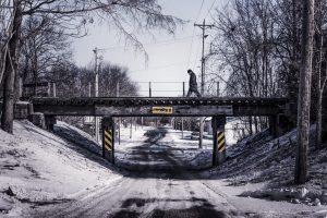 bridge-walking-man-islamic state