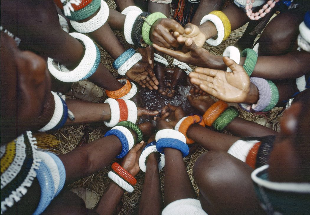 un photo-hands-ndebele tribe-africa