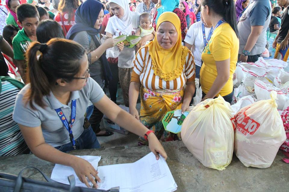 Marawi_crisis_evacuees_in_Iligan