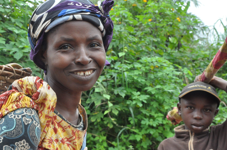 13b (12) Messamena - woman coming from field 2