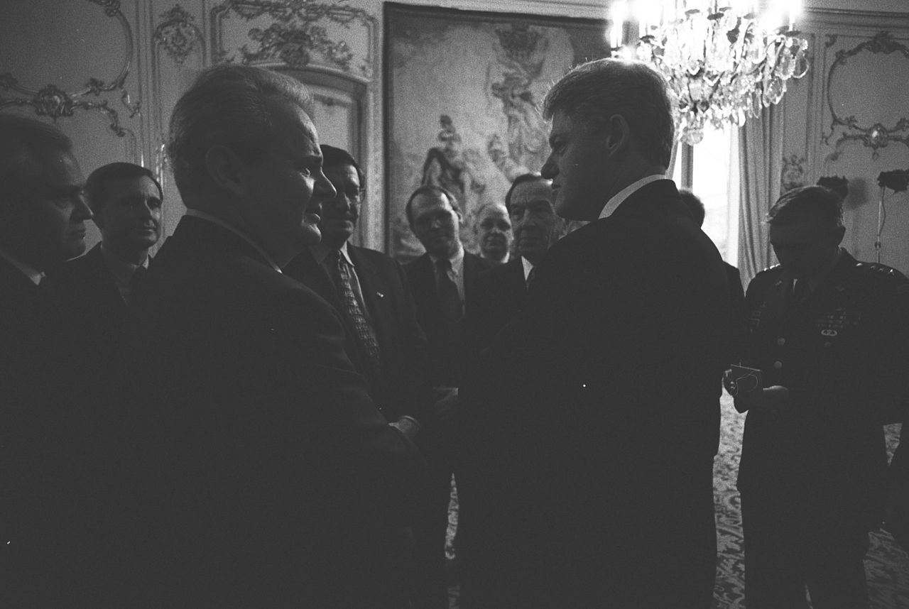 President_Clinton_talking_with_Serbian_President_Slobodan_Milosevic_-_Flickr_-_The_Central_Intelligence_Agency_(1)