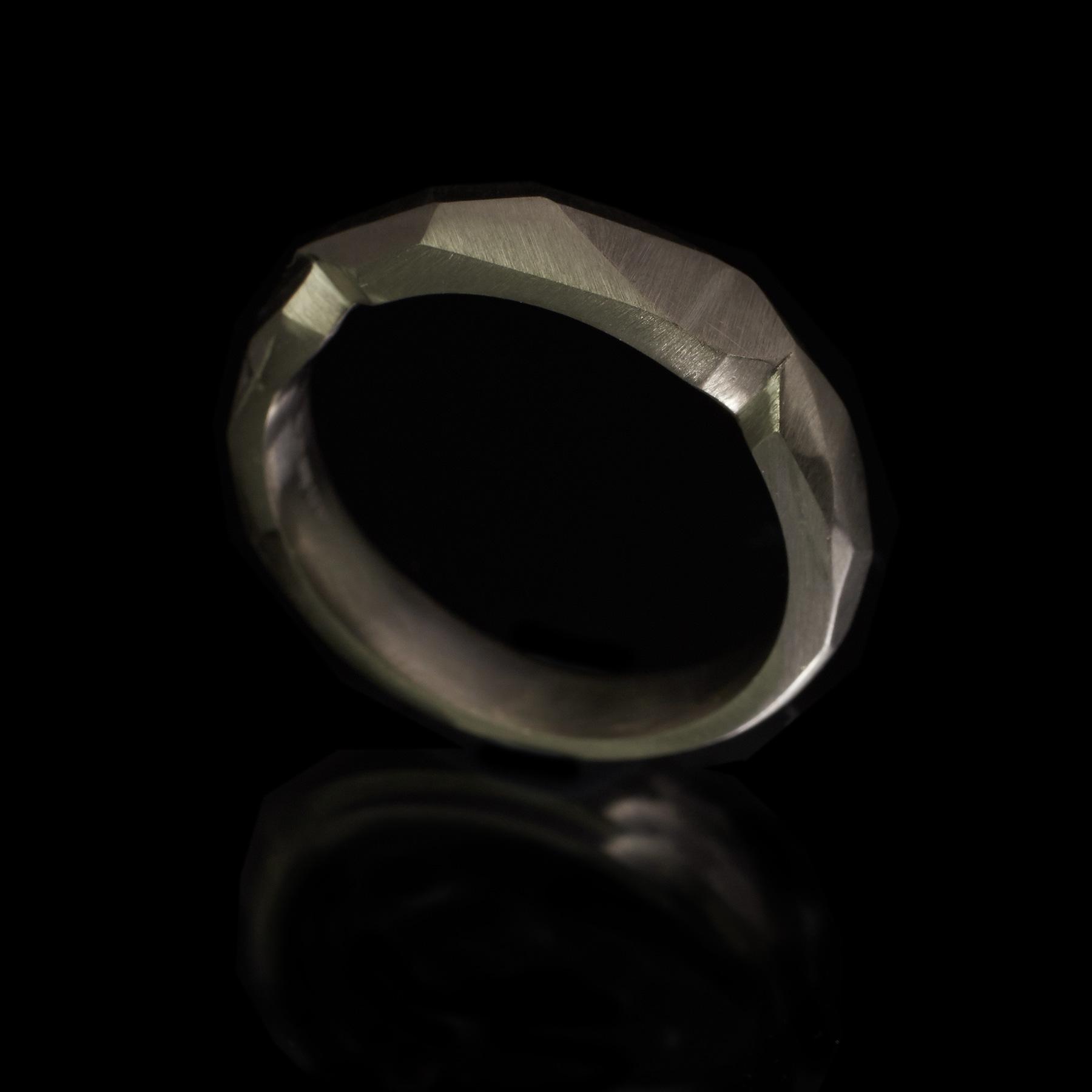 guyandmax_one-off_wedding-ring_9146-003