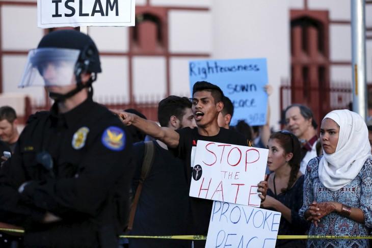 Counter Protesters in Arizona 2015