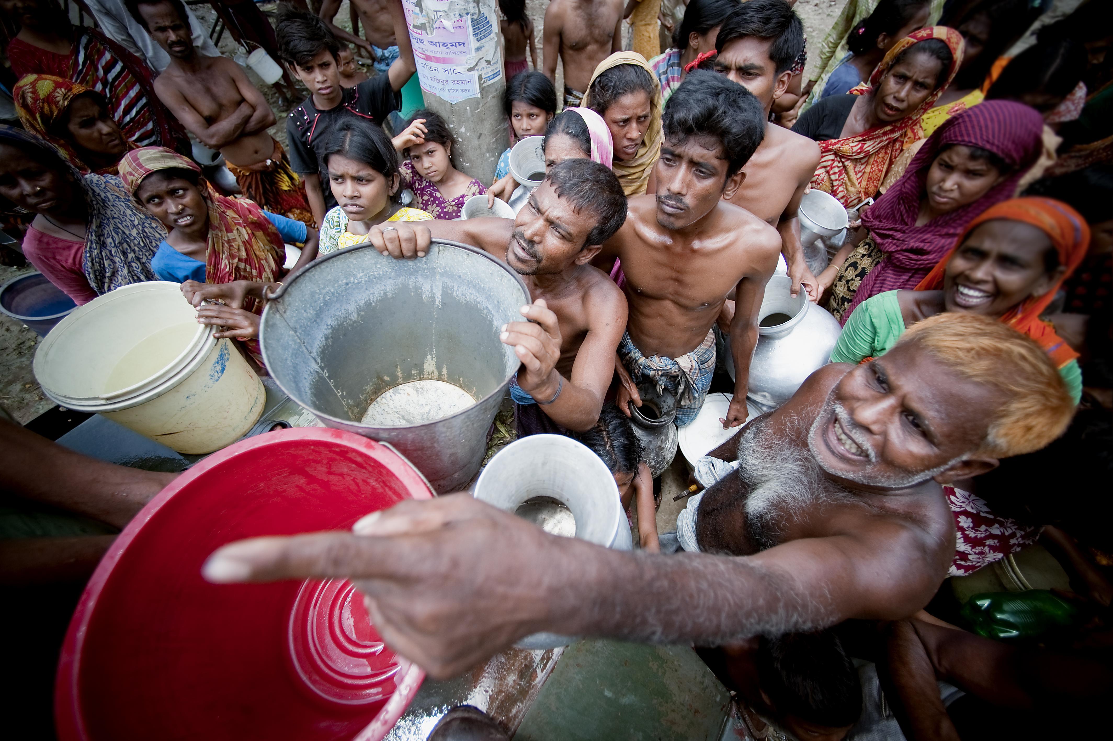 11 June 2010- Dhaka, Bangladesh - Water-military-Old Dhaka-Photo Credit :Kibae Park/Sipa Press sdg 6 water