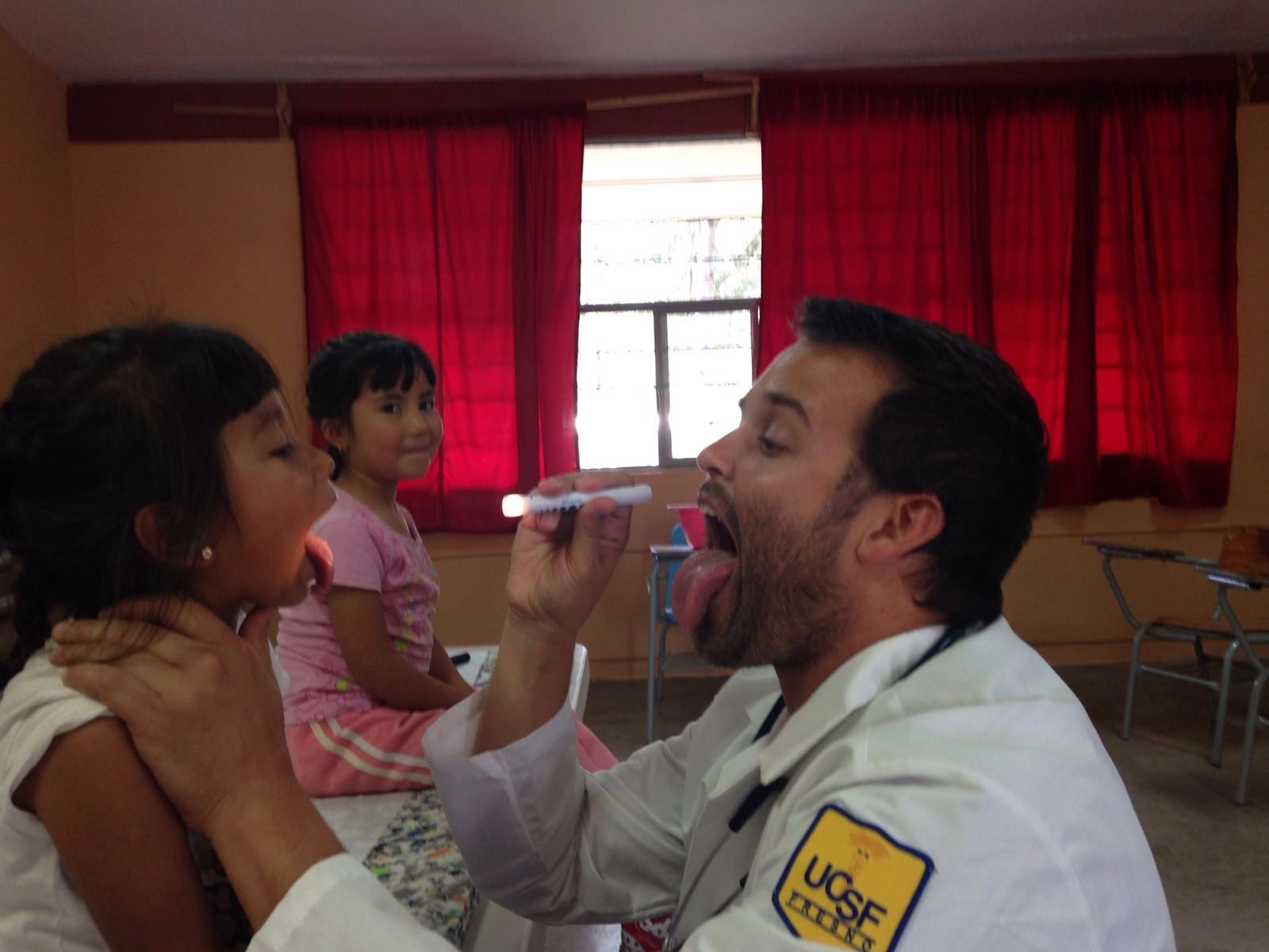 doctor-flashlight-pediatrician-child-patient-