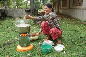 Impakter, SDG, African Clean Energy (ACE),ACE 1 Solar Biomass Cookstove, Happy Customer (Cambodia)