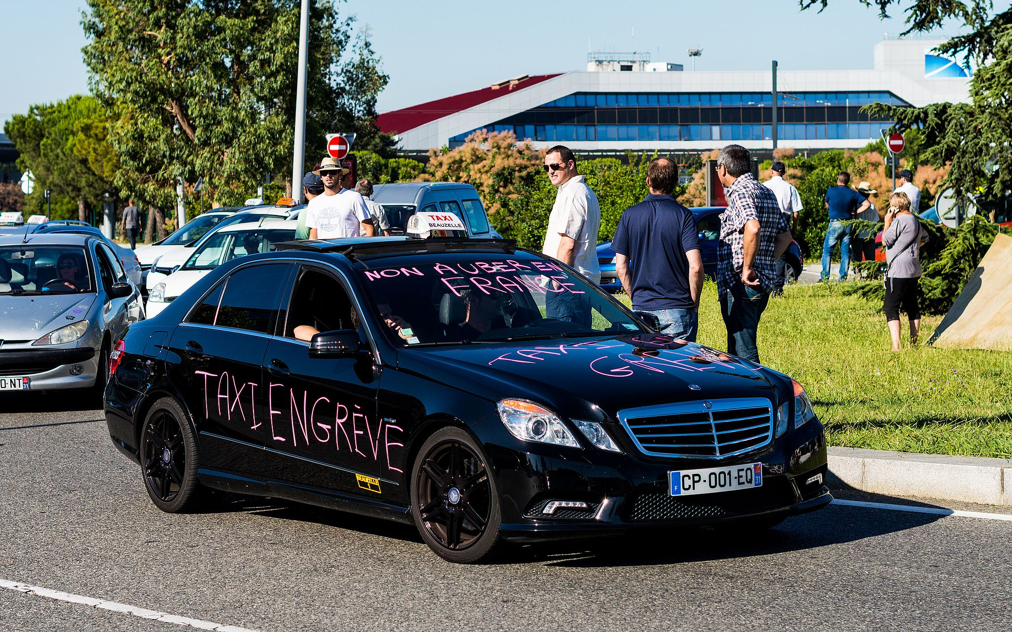 Taxis_contre_Uber,_juin_2015,_Toulouse-1