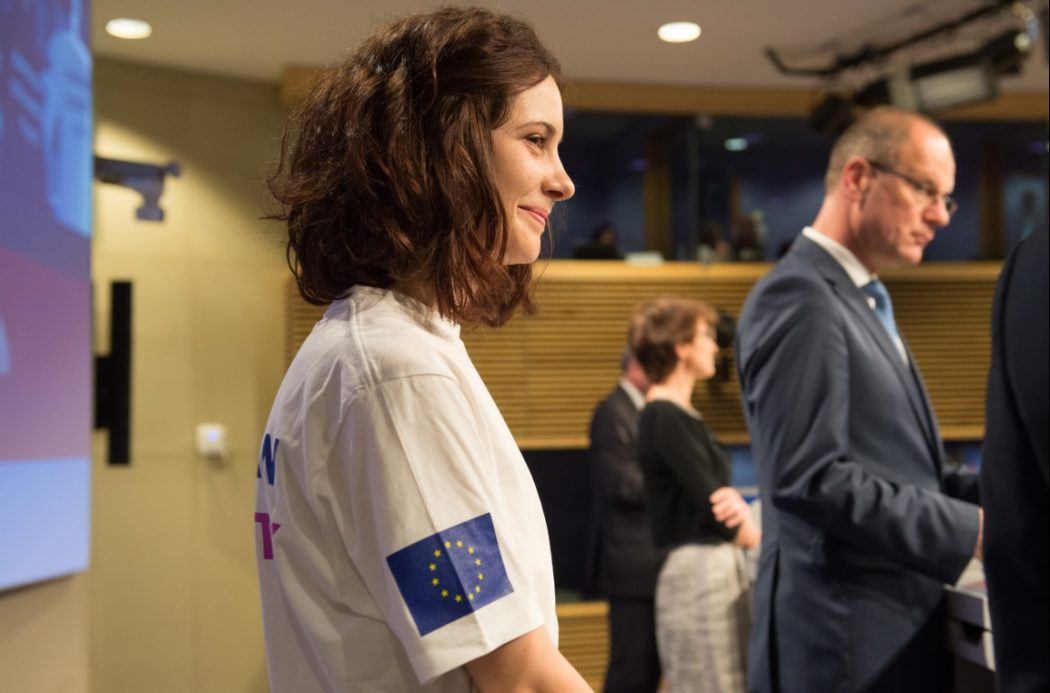Cover – Giulia Bordin, volunteer in the ESC, Tibor Navracsics and Marianne Thyssen
