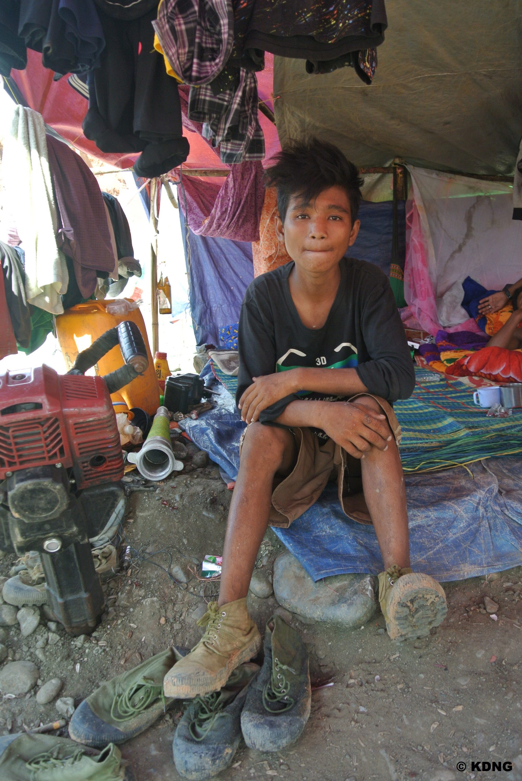 KDNG - A young jade mining worker in Hpakant ( Oct 16, 014)