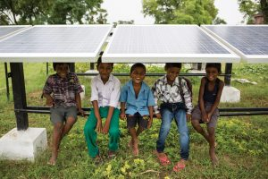 Solar micro-grid in India (c) Greenpeace